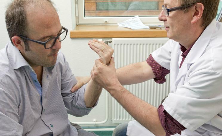 Sclerosi multipla, terapia a base di chemio e staminali blocca malattia per 5 anni