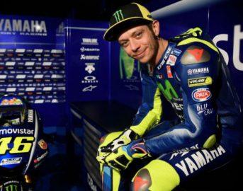Moto GP Valentino Rossi: diventa dj per una notte al carnevale di Tavullia [VIDEO]