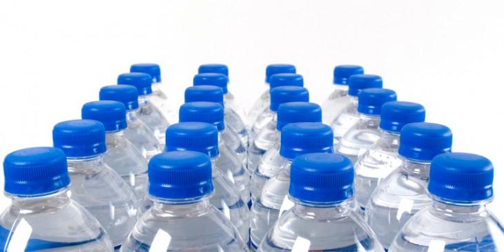 Auchan ritira l'acqua minerale Sant'Anna, segnalati cattivi odori dai consumatori