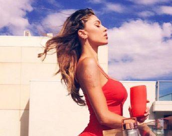"""Belen Rodriguez Instagram, la showgirl scherza: """"Adesso accontento tutti, ecco come"""""""