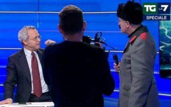 Assemblea Pd, Enrico Lucci interrompe la 'maratona' Mentana: incursione in diretta tv
