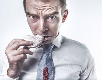 Mangiatori emotivi: 5 categorie per capire perché mangiamo anche se non abbiamo fame