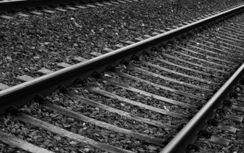 Barcellona incidente ferroviario: treno non riesce a frenare e si schianta, 48 feriti