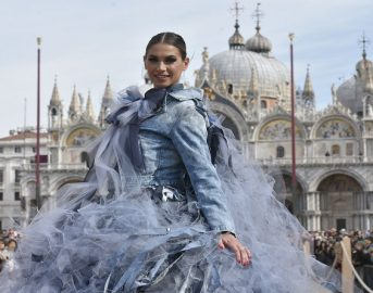 Melissa Satta al Carnevale di Venezia 2017: il Volo dell'Aquila impressiona i presenti