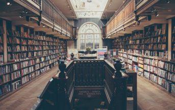 """Una biblioteca toscana contro Luciana Littizzetto, Fabio Volo e Maria De Filippi: """"basta libri culturalmente deboli"""""""