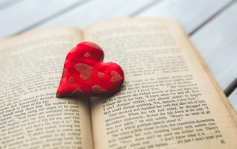 San Valentino 2017, regali per Lui e per Lei: i migliori libri tra romanzi e poesie