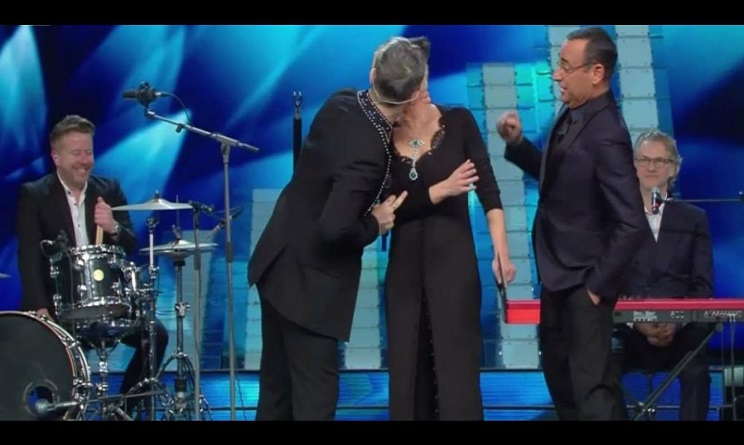 robbie-williams-maria-de-filippi-bacio