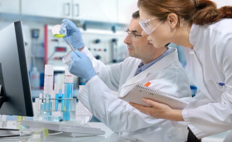 scienziato transgenico si fa iniettare elisir di lunga vita per modificare dna delle cellule