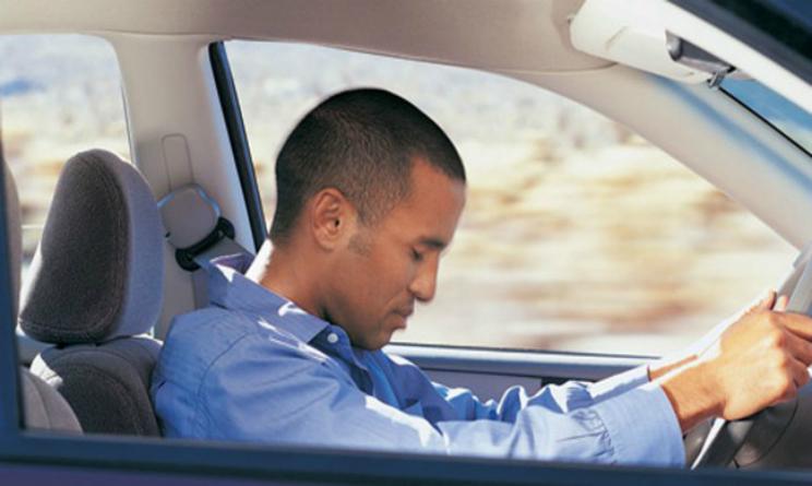 Apnee notturne sintomi, rischio per la sicurezza alla guida e la patente