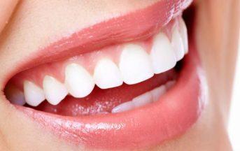 Come lavare i denti in modo corretto: tre falsi miti da sfatare