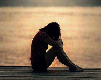 Depressione sintomi fisici e mentali: come curarla, farmaci e terapie efficaci