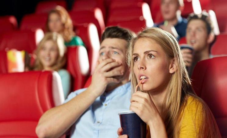 Guardare film al cinema, chi non piange potrebbe essere egoista e narcisista