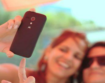 Selfie col treno: narcisisti, psicopatici e con scarsa autostima, identikit dei maniaci dell'autoscatto