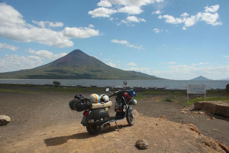 Tre viaggi in Vespa intorno al mondo intervista