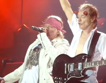 Axl Rose oggi con AC/DC e Guns N' Roses: il nuovo album con Angus Young e il DVD dei live