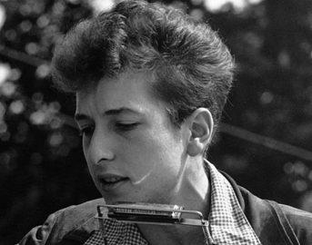 Bob Dylan Nobel: il cantautore andrà finalmente a ritirare il premio