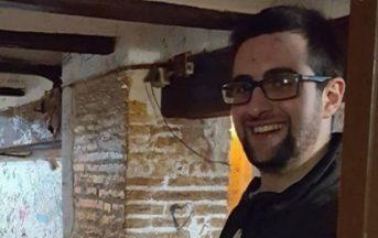 Valencia studente italiano trovato morto con coltello nel petto: la madre non crede al suicidio