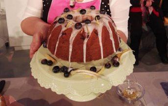 La Prova del Cuoco ricette dolci: ciambellone ai frutti rossi e blu di Natalia Cattelani