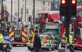 Attentato Londra 22 marzo 2017: il vice-ministro eroe che prova a salvare l'agente ferito [FOTO]