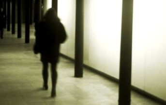 Ravenna: ragazza ubriaca prelevata da un locale, violentata e filmata: due arresti