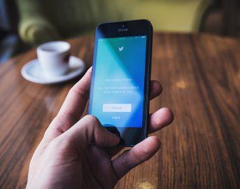 Aggiornamento Twitter: account protetti e contenuti offensivi ko sul social network cinguettante