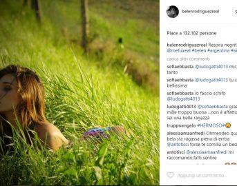 Belen Rodriguez Instagram: la showgirl in pose sensuali fa salire i primi bollori estivi (VIDEO)