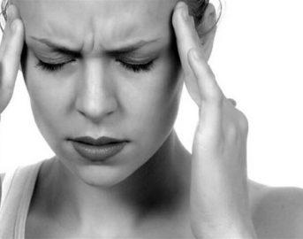 Mal di testa ed emicrania: rimedi naturali efficaci, i cibi consigliati e quelli da evitare