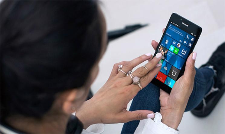 Microsoft Surface Phone data uscita news, versione pocket per lo smartphone windows 10