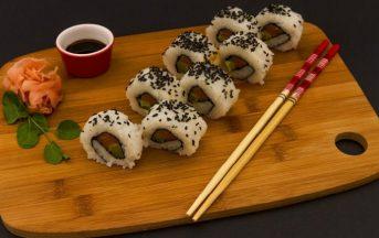 Pesce crudo e intossicazione alimentare: regole da seguire quando mangiamo sushi