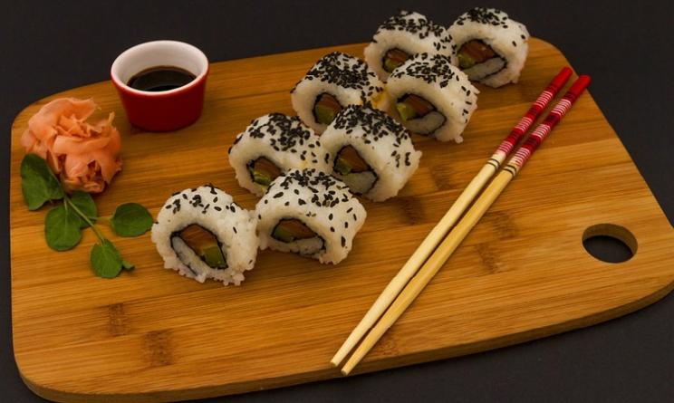 Pesce crudo, sushi e intossicazione alimentare, come difendersi