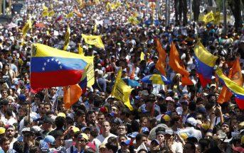 """Venezuela, attacco aereo su Corte Suprema, Maduro: """"Terroristi!"""""""