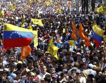 Venezuela Maduro minaccia uscita dall'Osa: continuano le proteste in piazza