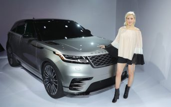 Range Rover Velar, Ellie Goulding guida il nuovo SUV a New York