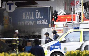 Stoccolma camion sulla folla, news: fermato un attentatore, altri due uomini in fuga