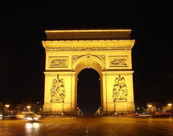 Parigi, sparatoria sugli Champs Elysées: ucciso un poliziotto e un aggressore