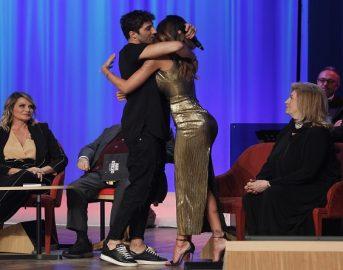 Anticipazioni Maurizio Costanzo Show seconda puntata 27 aprile 2017: ospiti Simona Ventura, Belen e Andrea Iannone