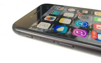 iPhone 8 vs Samsung Galaxy S8 caratteristiche tecniche, rumors, immagini leaked: nuovo comparto fotografico e sensore d'impronte per Apple?