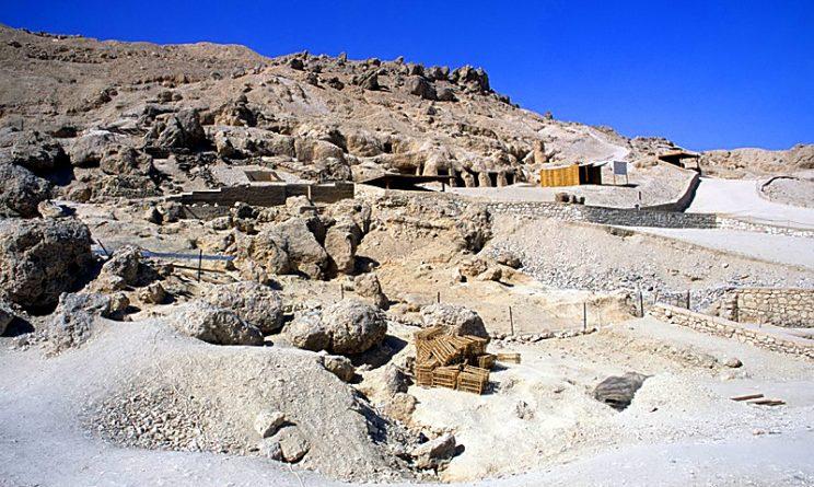 Luxor: scoperta una nuova tomba intatta di 3mila anni, all'interno sei mummie