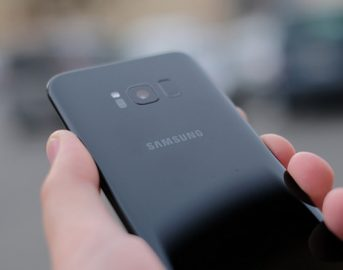 Samsung Galaxy S8 vs iPhone 7 scheda tecnica e Bend Test: chi vince la prova di resistenza?