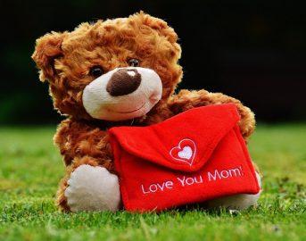 Festa della Mamma 2017: lavoretti fai da te e frasi d'auguri per regali originali