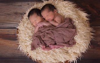 Mamma partorisce i gemelli a due settimane uno dall'altro