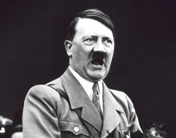 Adolf Hitler vivo, la foto che potrebbe riscrivere la storia: il dittatore sopravvissuto alla Seconda Guerra Mondiale?