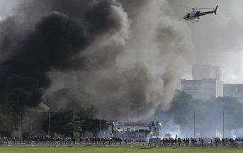 Brasile proteste contro Temer: esercito in strada dopo l'assalto ai Ministeri