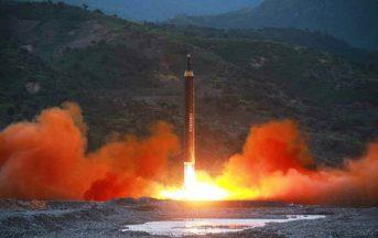 """Nord Corea, testato nuovo missile: ecco cos'è l'Hwasong-12 che """"avrebbe potuto colpire le basi USA"""""""