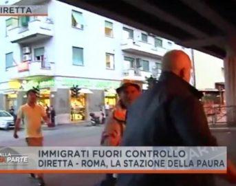 """Dalla Vostra Parte Rete 4, giornalista aggredito alla stazione Tiburtina di Roma: """"Non ci facciamo intimidire"""""""