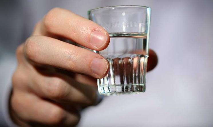 Grecia, turista 22enne beve otto bicchieri di vodka e diventa cieca