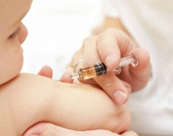 Bambino in fin di vita per il mancato vaccino a causa della leucemia, la storia commuove la ministra Lorenzin