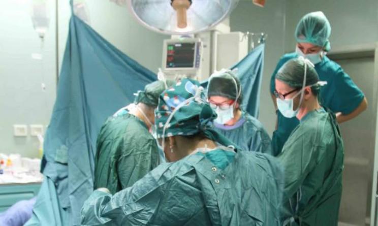 Massa, operazione incredibile salva ragazza 29enne da morte certa, torace aperto tre giorni