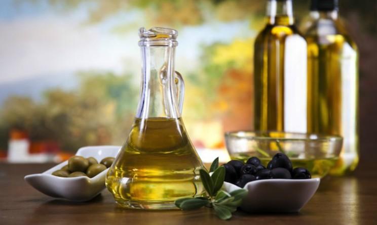 Olio d oliva benefici per unghie, pelle e capelli
