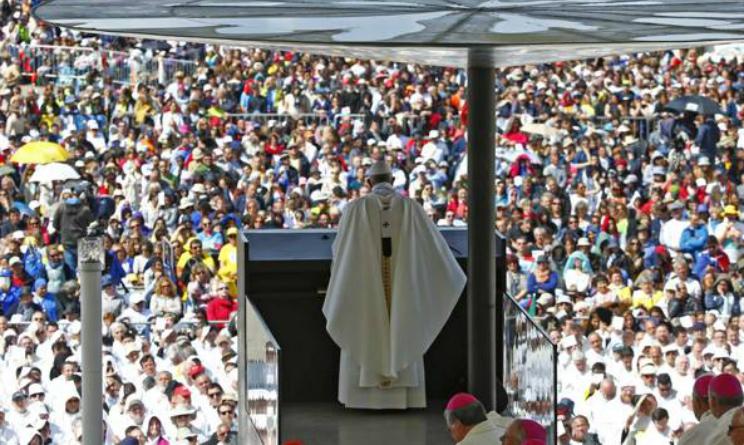 Papa Bergoglio a Fatima per canonizzazione dei pastorelli Giacinto e Francisco